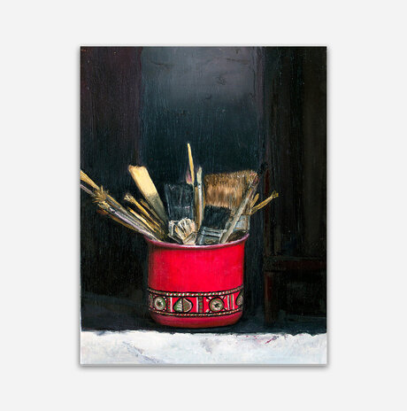 Pot with brushes / Assaf Rodriguez